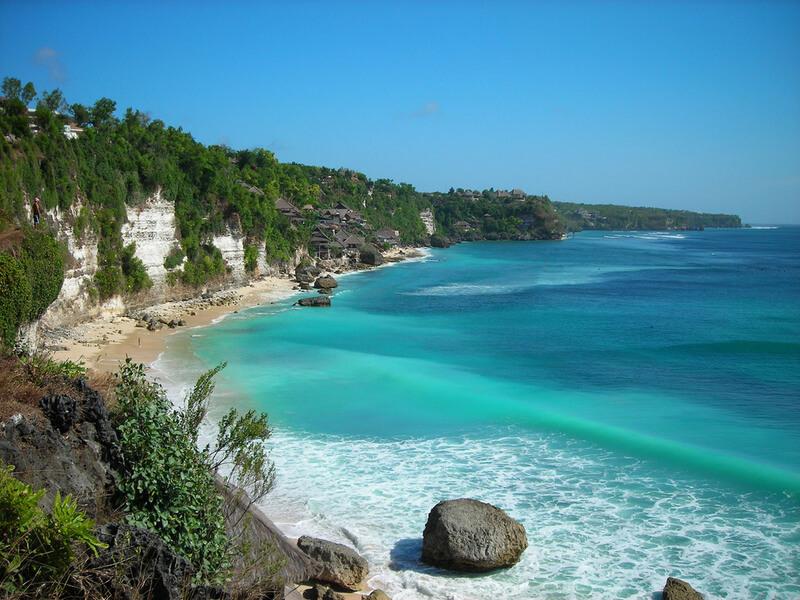 Découvrez l'île de Bali en Indonésie, harmonie entre plages et collines
