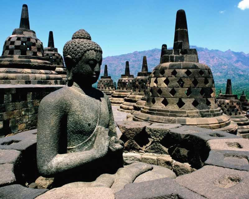 Pourquoi visiter le stupa bouddhiste de Borobudur en Indonésie