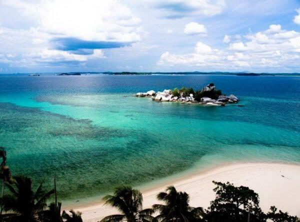Bunaken – l'une des meilleures destinations de plongée sous-marine en Indonésie, si ce n'est au monde.